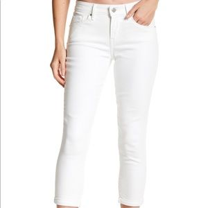 BNWT 🌟 LEVI'S MID RISE SKINNY CROP JEANS- WHITE